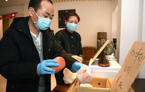 愛心夫妻:為抗疫一線醫護人員打造溫暖港灣