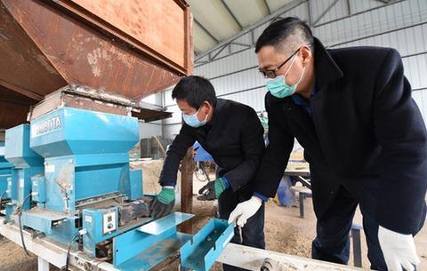 安徽:檢修農機備春耕