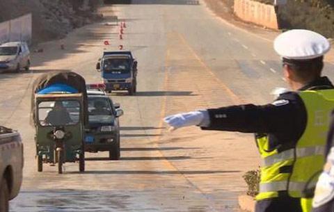 六安開展預防交通事故專項行動