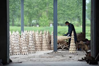 安徽阜南:木制工藝品助增收