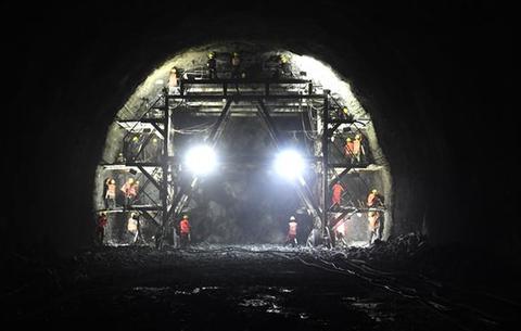 昌景黃鐵路東山隧道建設穩步推進