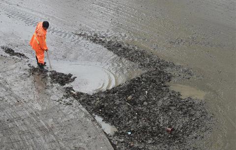 合肥:清淤保暢通