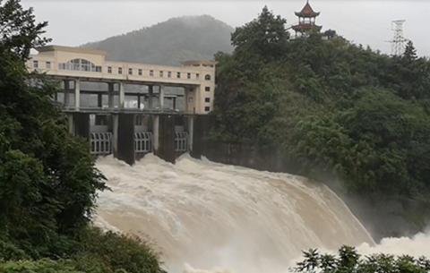 航拍:安徽266座水庫超汛限泄洪