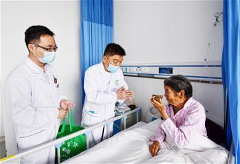 安徽援藏醫生獻愛心