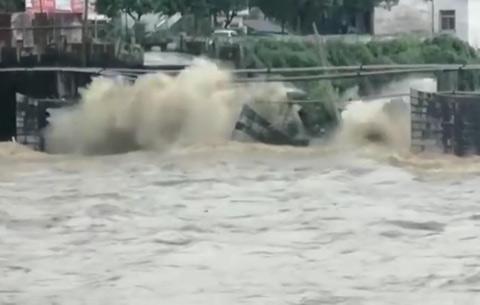 痛惜!皖南一明清古橋被洪水衝塌