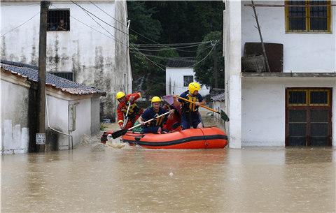 【現場直擊】安徽黃山遭遇暴雨 村莊被洪水包圍