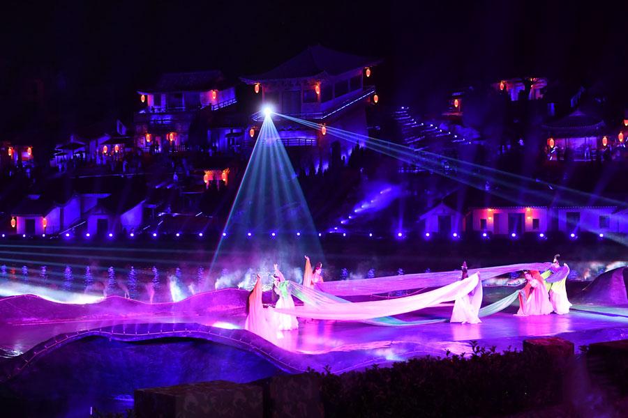航拍:五千年文博園上演《天仙配新傳》