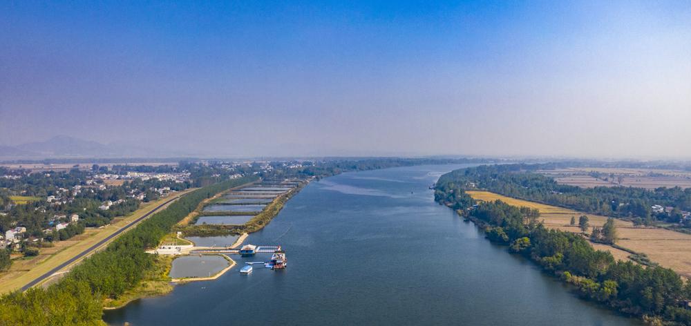 航拍安慶長江段:水清岸綠産業優