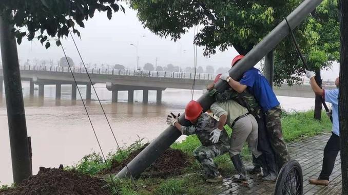 安徽聯通:與洪水賽跑 日夜奮戰保暢通