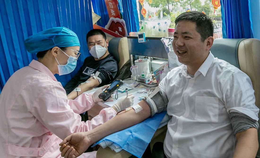 3月25日,安徽省人防辦組織開展無償獻血活動。