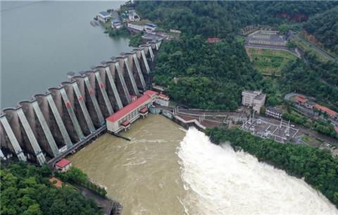 安徽梅山水庫加大泄洪流量