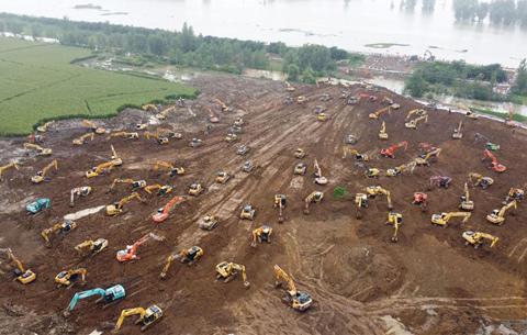 安徽潁上:搶築圩堤 控制險情