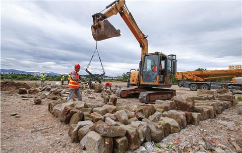 黃山啟動明代鎮海橋散落構件、石料打撈工作