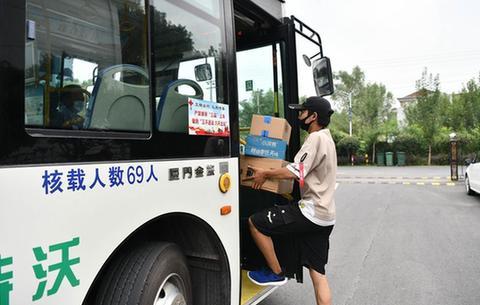 """安徽舒城:""""一元公交""""方便群眾出行"""