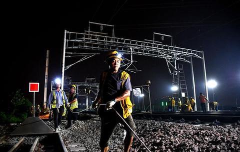 合安高鐵啟動接觸網撥接施工