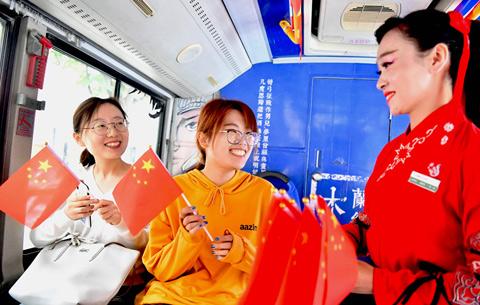 安徽亳州:紅旗飄飄迎國慶