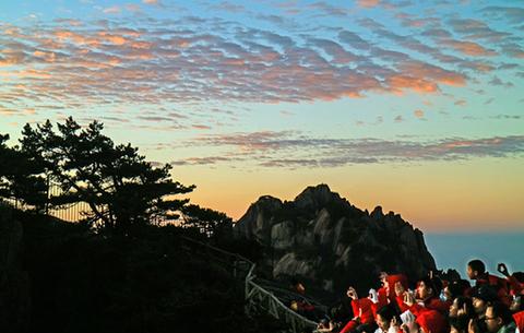 黃山:日破雲濤萬裏紅