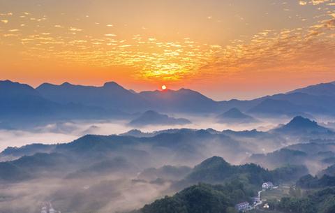 """【""""飛閱""""中國】美了美了!雲海日出大別山"""