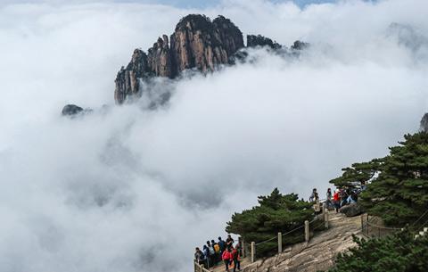 假日黃山秋意濃 雲海縹緲迷遊客