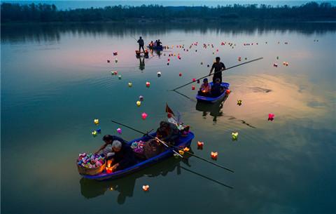 水東古鎮放荷燈 點亮豐收迷人夜