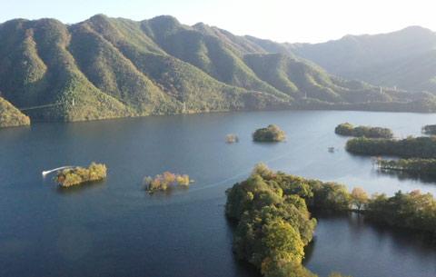 初冬秀湖:蒼山如黛綠水如眸