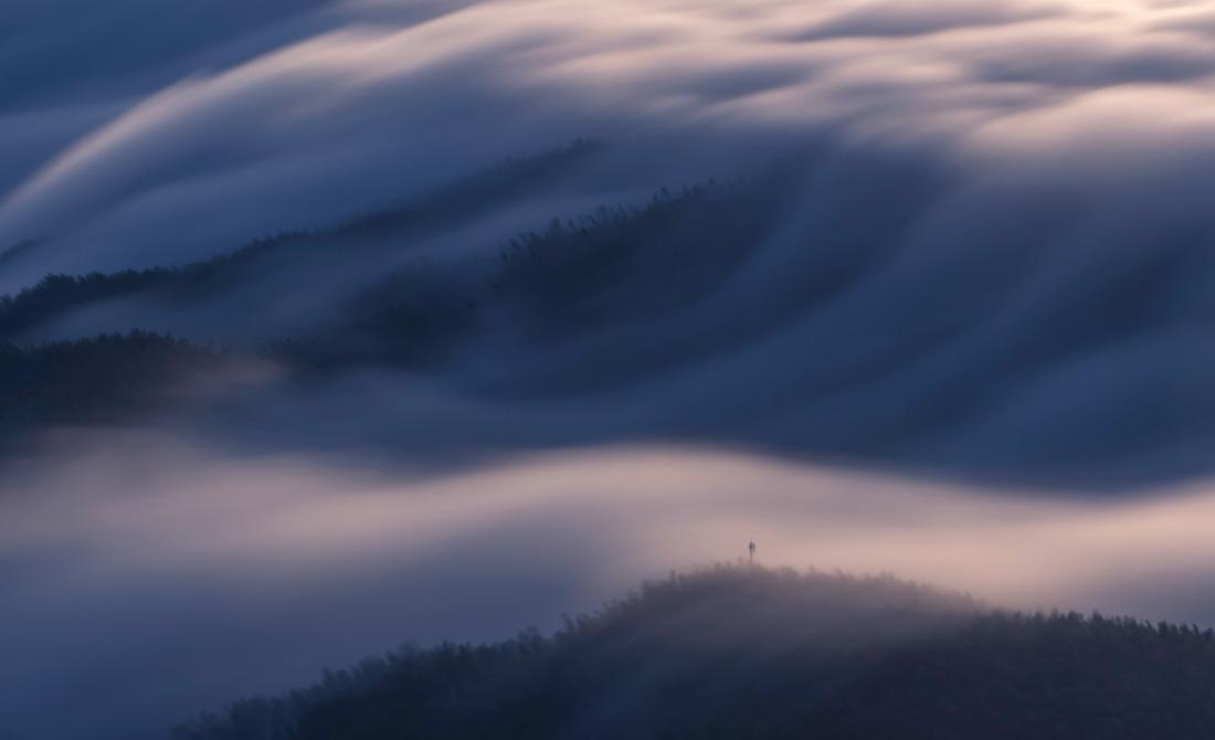 雲涌大別山 壯美如畫卷(徐程 攝)