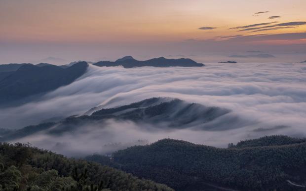 雲涌大別山 壯美如畫卷