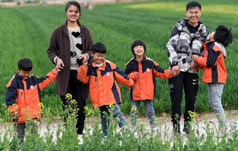 四胞胎家庭脫貧記