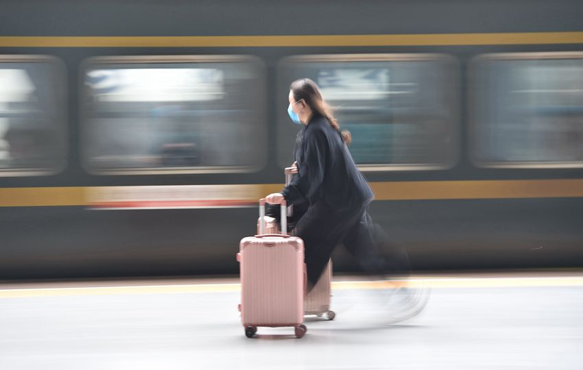 清明假期長三角鐵路迎客流高峰