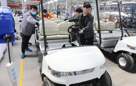 安徽淮北:非公路用電動車生産忙