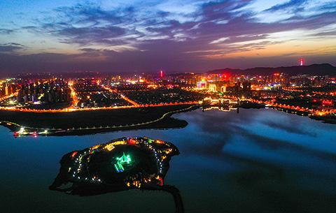 """【""""飛閱""""中國】安徽淮北:濕地公園夜色美"""