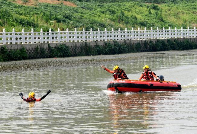 合肥消防開展水域救援拉動演練