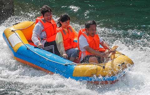安徽黃山:夏日漂流 暢享清涼