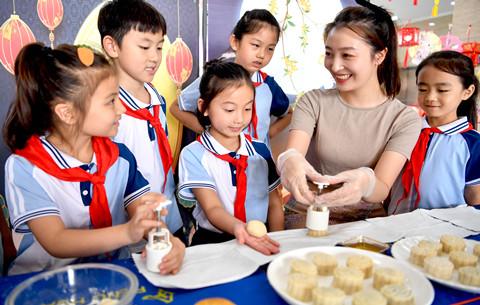安徽亳州:做月餅 制燈籠 迎中秋